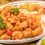 鶏の唐揚げとフライドポテトの盛り合わせ