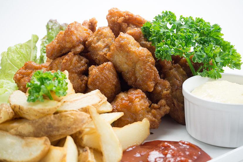 鶏の唐揚げとポテトの盛り合わせ